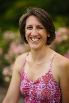 Amanda Patti, pain, movement, emotional health coaching, wellness, yoga, play, hand balancing, acro yoga, core values, expect, authenticity, curiosity, courage, community